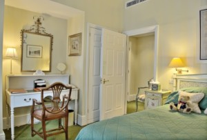 Queen room at The Draycott Hotel